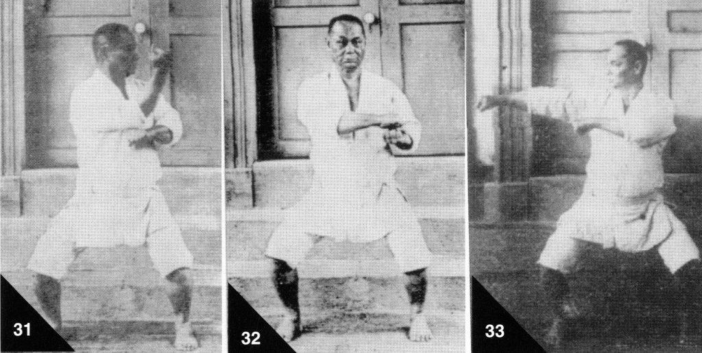 "Abb. 9: Choki Motobu bei seiner Demonstration der Naihanchi. Fotos entnommen aus ""Watashi no Karate-jutsu""**"